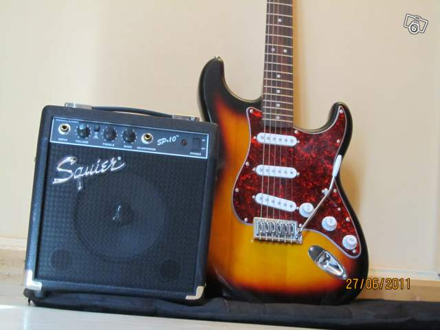 guitare lectrique fender squier starat achat guitare. Black Bedroom Furniture Sets. Home Design Ideas